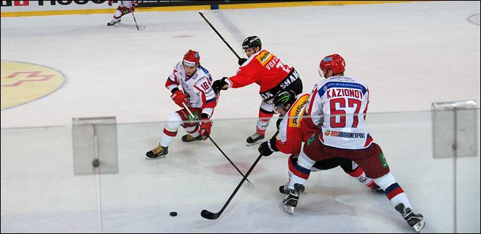 5 апреля 2013 года. Фрибург. Еврочеллендж-2013. Швейцария — Россия — 2:1. Борьба в центре площадки