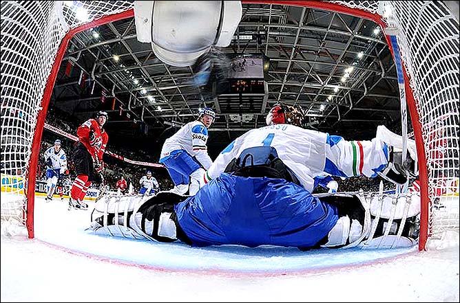 08.05.2010. ЧМ-2010. Канада - Италия - 5:1. Фото 01.