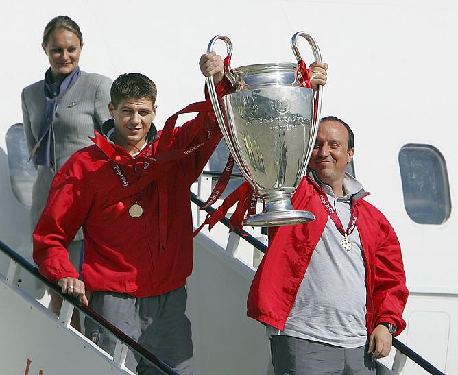 Из Стамбула с кубком чемпионов: Стивен Джеррард и Рафаэль Бенитес