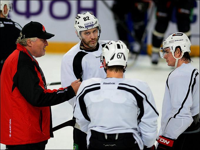 Пока Карманов будет отвечать за селекционную работу, а Фролов будет капитаном команды — любители хоккея могут смело пополнять свои запасы попкорна