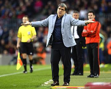 """""""Барселона"""" потерпела в Амстердаме первое поражение под руководством Херардо Мартино, и никто не скажет, что конфуз был незаслуженным"""