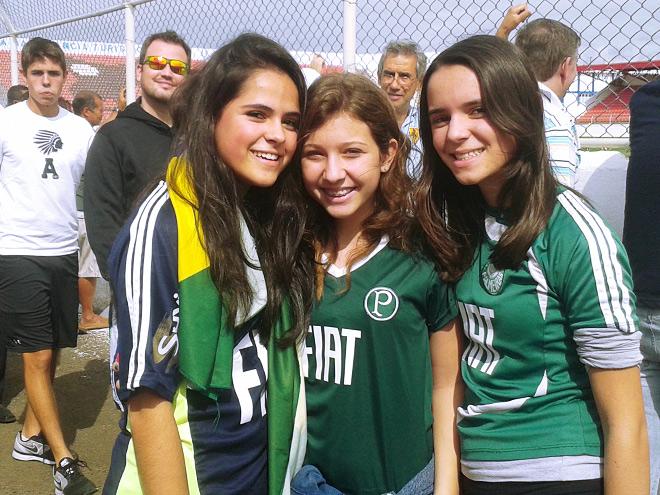Студентки местного университета – обворожительная Николь (слева) и её подружки Бруна и Беатрис
