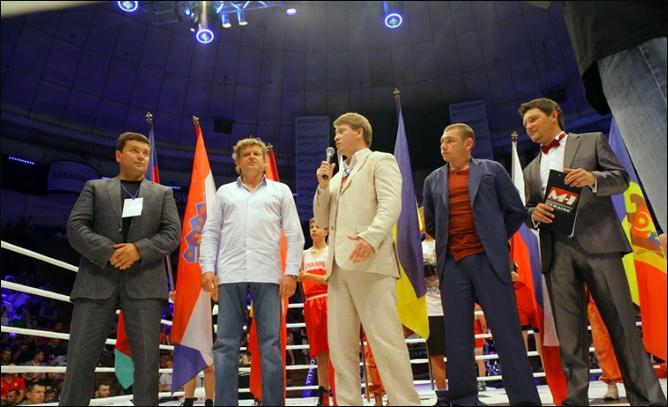 """4 июня 2011 год. г. Киев. Национальный Цирк Украины. Европейская """"М-1 Битва""""."""
