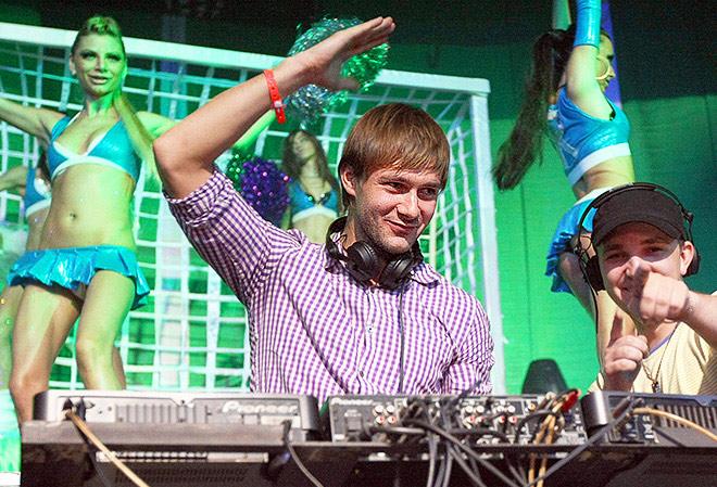 Дмитрий Сычёв с 2010 года владеет в Москве рестораном «Rosso&Bianco Cafe»