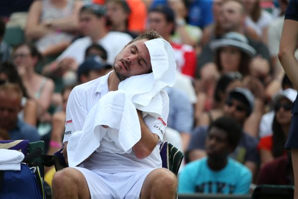 Стэну Вавринке сегодня было жарко.
