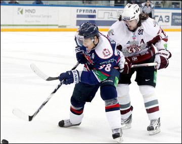 Александр Ниживий (справа) против Алексея Угарова