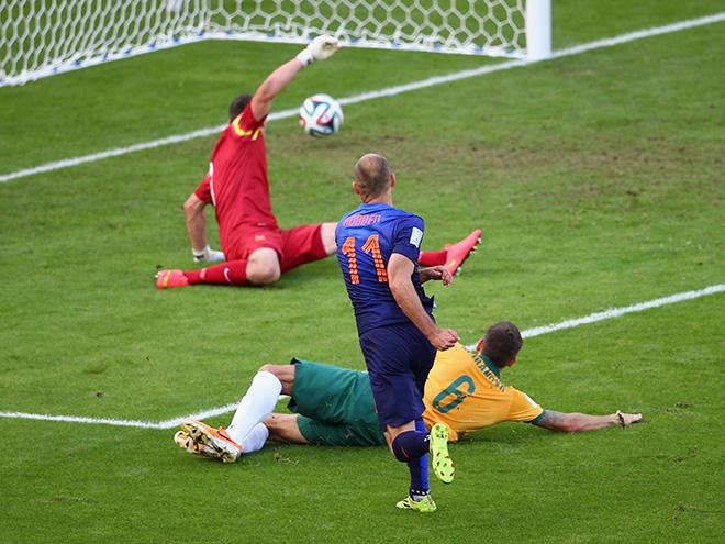 ЧМ-2014. Группа B. 2-й тур. Австралия — Нидерланды — 2:3. Арьен Роббен открывает счёт