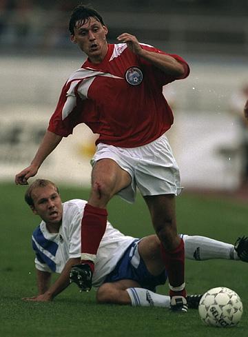 Илья Цымбаларь в отборочном матче ЧЕ — 1996 с Финляндией. 16 августа 1995 года