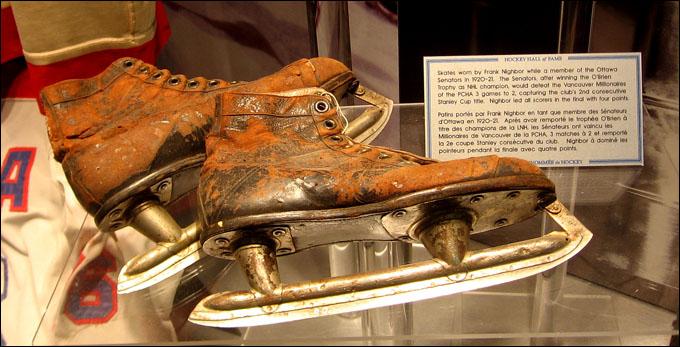 Коньки Фрэнка Найбора в экспозиции Зала славы НХЛ