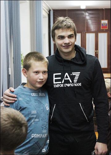 Артем Пуголовкин с болельщиками