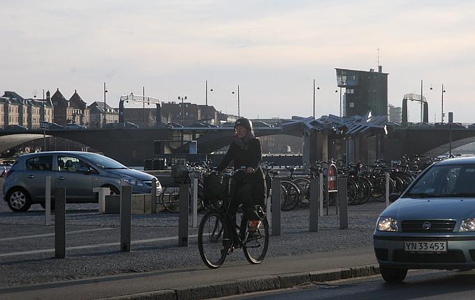 На велосипедах в столице Дании ездит и стар, и млад