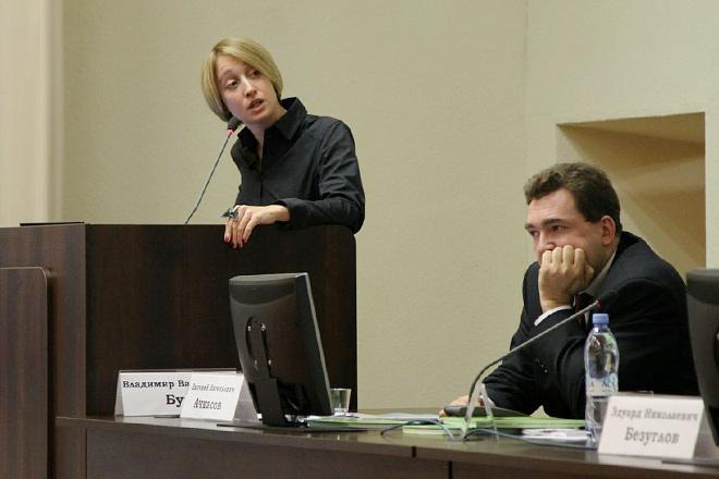 Мария Бурова в роли лектора
