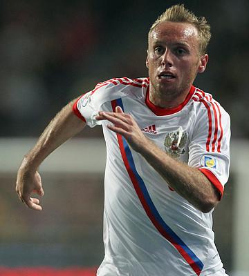 Денис Глушаков провел хороший матч против сборной Португалии