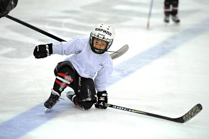 """Никогда в школе """"Авангарда"""" дети не выходили на лед в старых коньках или коньках для любителей"""