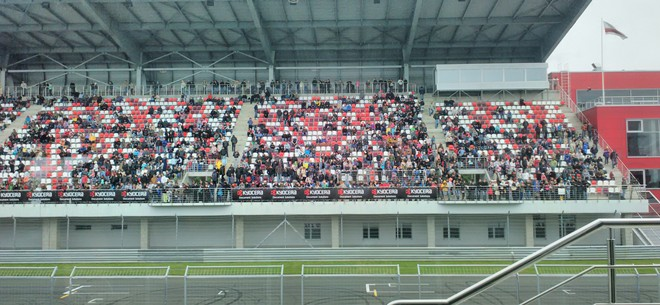 Зрители на гонке Ф «Рено» 2.0