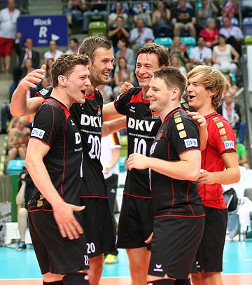 Сборная Германии празднует победу