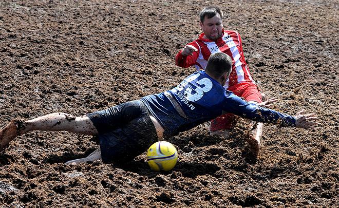 Болотный футбол