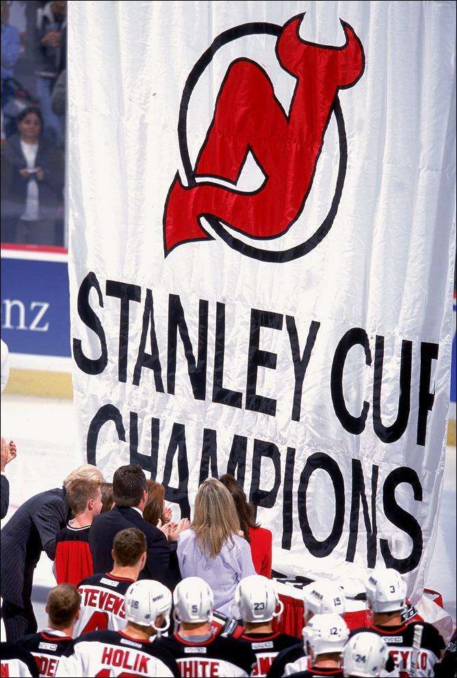 Чествование обладателей Кубка Стэнли на родном льду