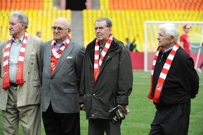 Анатолий Ильин (второй справа) на чествовании ветеранов «Спартака»