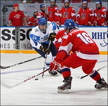 Каспери Капанен (№ 24) атакует ворота сборной Чехии