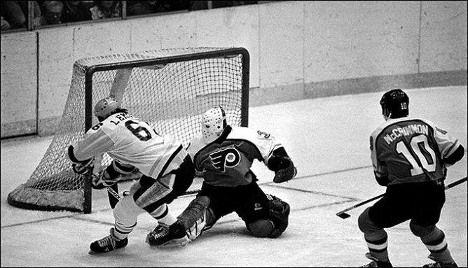 """Фрагменты сезона. 16 октября 1984 года. """"Филадельфия Флайерз"""" - """"Питтсбург Пингвинз"""". Свой первый хет-трик делает Марио Лемье."""
