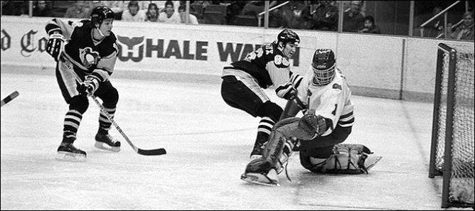 """Фрагменты сезона. 17 марта 1985 года. """"Питтсбург Пингвинз"""" - """"Хартфорд Уэйлерс"""". 100-е очко Супермарио в его первом сезоне."""