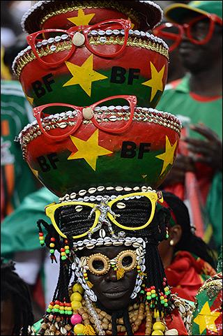Колоритный болельщик сборной Буркина Фасо