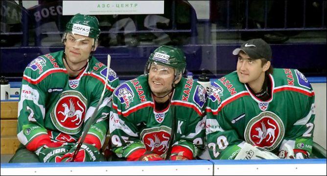 Алексей Морозов (в центре).