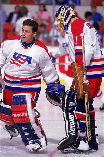 Вратарская бригада сборной США: Джон Ванбисбрук (слева) и Том Баррассо