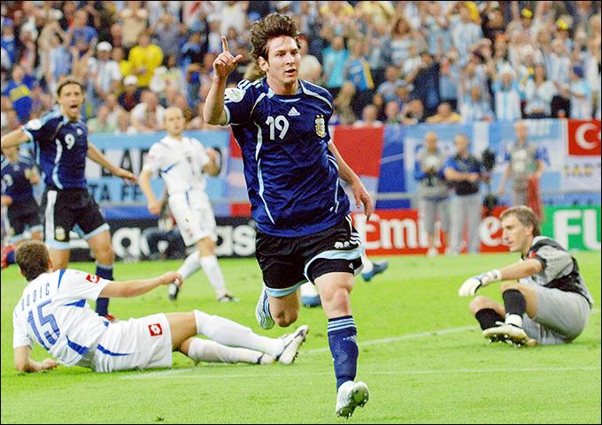 Лионель Месси с партнёрами обыграли Сербию со счётом 6:0