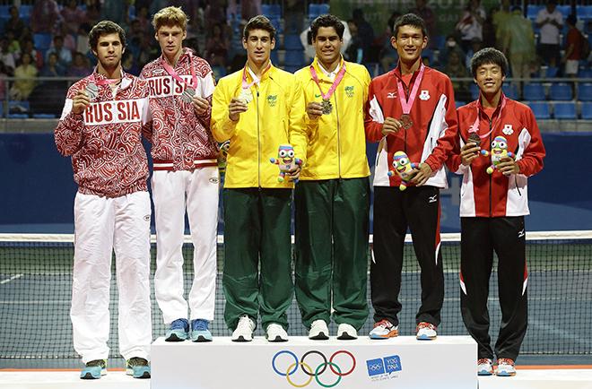 Рублёв завоевал бронзу в одиночке и серебро в паре с Хачановым