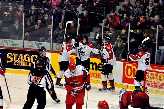 Сборная Квебека забивает гол в ворота российской дружины