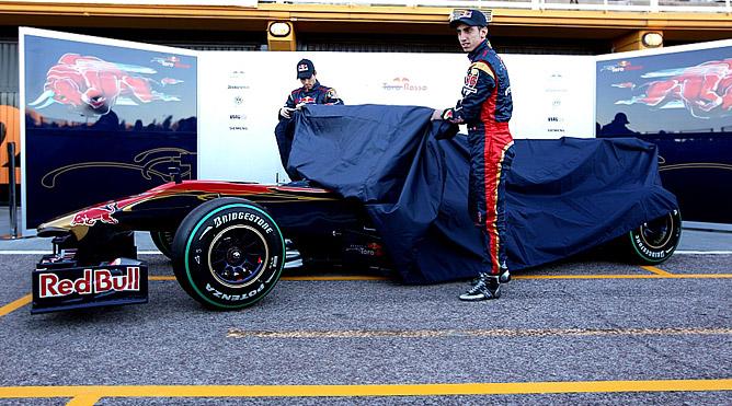 Брюки превращаются... в новый болид Toro Rosso
