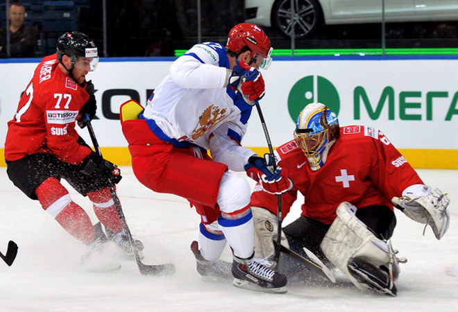 Артём Анисимов атакует ворота сборной Швейцарии