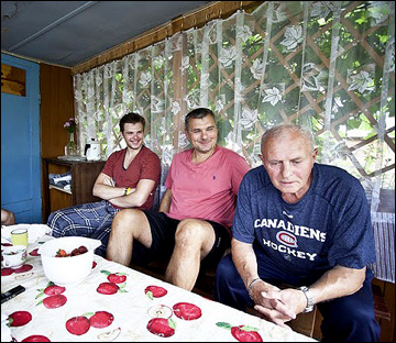 Алекс Гальченюк с отцом и дедом