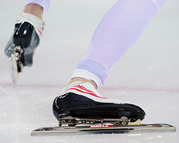 """В современном конькобежном спорте используются коньки """"клапы"""", которые произвели спортивную революцию в 1996 году"""