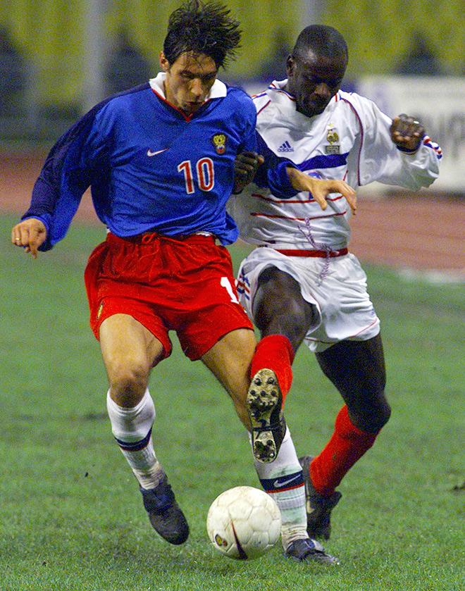 Тёмный (гостевой) вариант формы сборной России 1998-99 годов