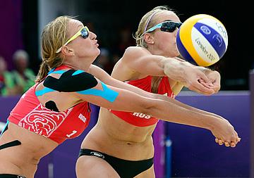 Евгения Уколова и Екатерина Хомякова (пляжный волейбол)