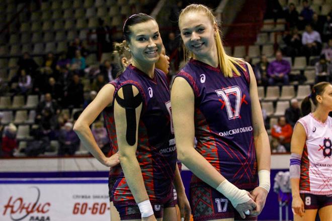 Юлия Кутюкова(слева)