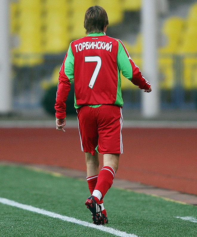 Славящийся горячим нравом Торбинский вышел на замену в перерыве и провёл на поле чуть более получаса