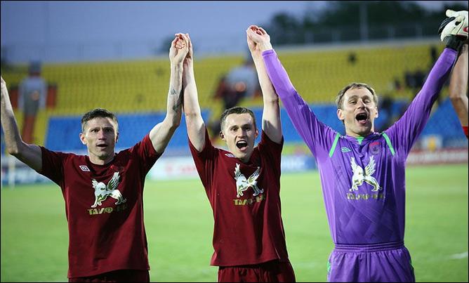 Александр Рязанцев (в центре)