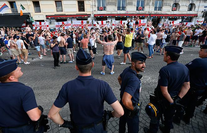 Английские болельщики на улицах Марселя