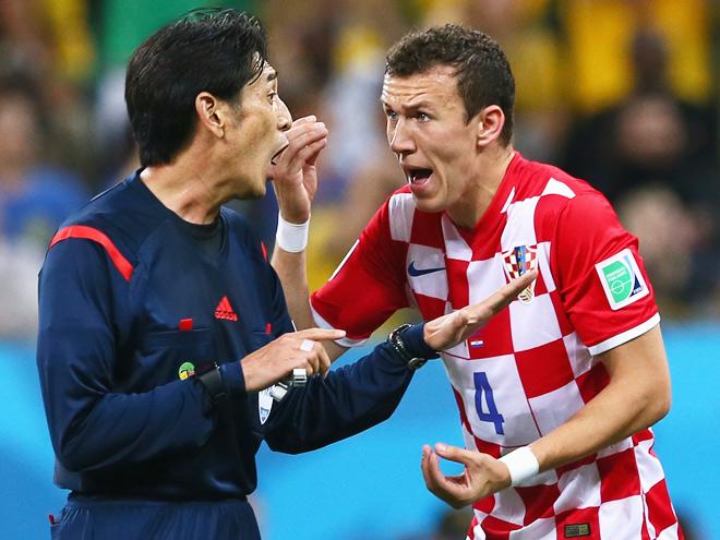 Одним из главных действующих лиц матча открытия чемпионата мира Бразилия — Хорватия стал японский арбитр Нисимура