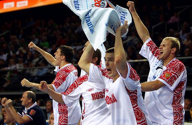 Сергей Быков радуется победе над Сербией в четвертьфинале Евробаскета