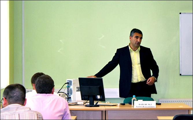 Леонид Вайсфельд на лекции в RMA