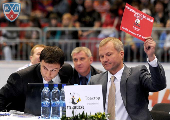 Владимир Кречин (справа) на драфте юниоров-2012