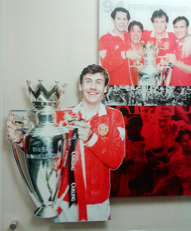 С фото за сезон-93/94 тебе крупным планом улыбнулся твой соотечественник Андрей Канчельскис