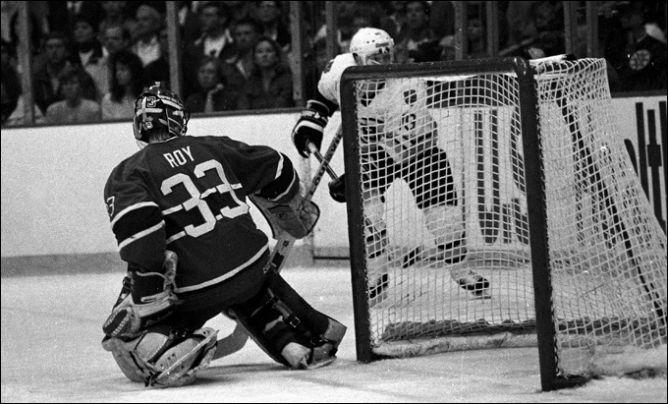 """Фрагменты сезона. 11 апреля 1986 года. Полуфинал дивизиона. """"Монреаль"""" — """"Бостон"""". Безупречно сыграл молодой вратарь """"Канадиенс"""" Патрик Руа."""