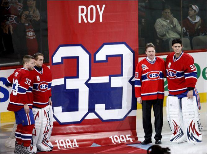 """22 ноября 2008 года. Монреаль. Подъем под своды """"Монреаль Форума"""" номера Патрика Руа."""