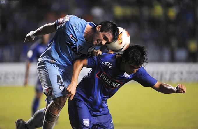 Пабло Себальос (справа) в матче Кубка Либертадорес
